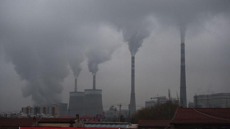 Une centrale à charbon dans la province du Shanxi en Chine (2015) (GREG BAKER / AFP)