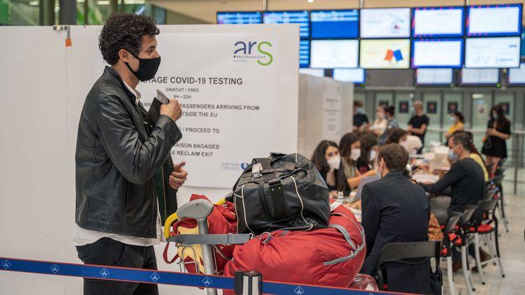 L'un des deux centres de dépistage du Covid-19 à l'aéroport Charles-de-Gaulle, à Roissy, le 20 juillet 2020. (MAXPPP)