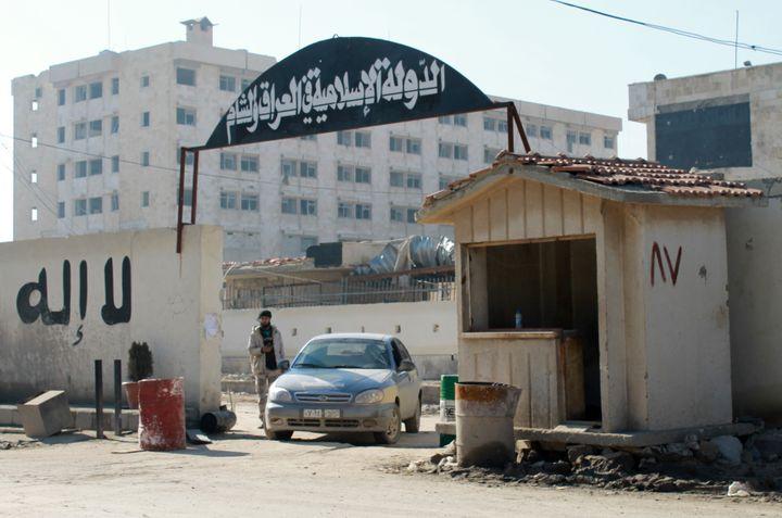 Le quartier général du groupe Etat islamique à Alep (Syrie) pris par des brigades de l'Armée syrienne libre, le 8 janvier 2014. (MOHAMMED WESAM / ALEPPO MEDIA CENTRE)