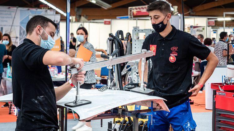 Des apprentis sur le salon TAF (Travail-Avenir-Formation) de Perpignan, le 2 septembre 2021. (ARNAUD LE VU / HANS LUCAS)