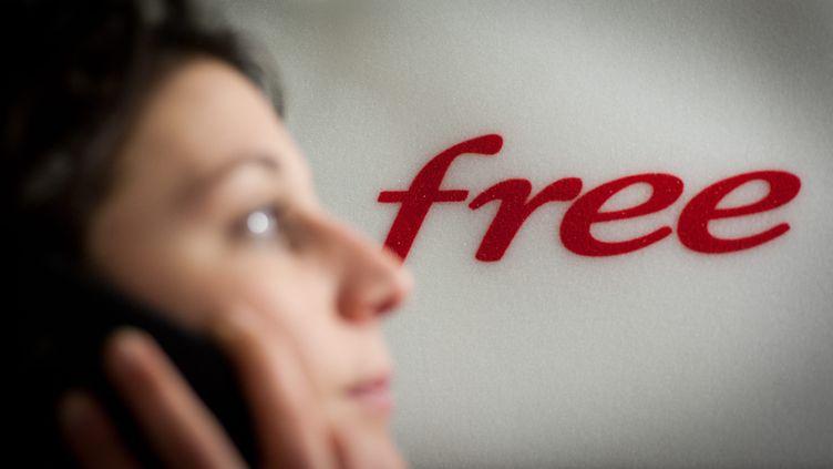 Free Mobile a dépassé le cap des 5 millions d'abonnés en janvier 2013. (SIMON DAVAL / MAXPPP)