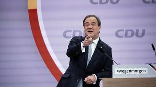 """Armin Laschet vient de remporter la présidence de la CDU au congrès de son parti, à Berlin. Les prochaines élections législatives de septembre pourraient conforter le président """"merkelien"""" de la CDU. (MICHAEL KAPPELER / DPA  / MAXPPP)"""