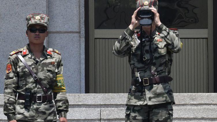 Des soldats sud-coréens près de la zone démilitarisée entre les deux Corées, le 12 juin 2019. (JUNG YEON-JE / AFP)