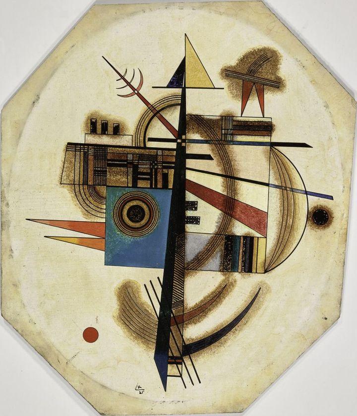 Vassily Kandinsky,Ovale n°2, 1925.Huile sur carton ovale, 34,5 x 28,7 cmParis, Centre Pompidou, Musée national d'art moderne (© Centre Pompidou, MNAM-CCI/Service de la documentation photographique du MNAM/Dist. RMN-GP)