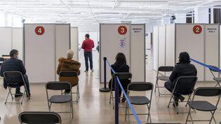 Un centre de vaccination contre le Covid-19 à Montrouge (Hauts-de-Seine), le 11 mai 2021. (MAXPPP)