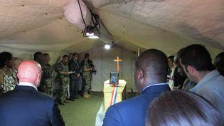 Le cercueil de la journaliste Camille Lepage, le 15 mai 2014 à Bangui (Centrafrique). (PACOME PABAMDJI / AFP)