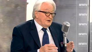 Roland Dumas répond aux questions de Jean-Jacques Bourdin, le 16 février 2015, sur la chaîne BFMTV. (BFMTV / YOUTUBE)