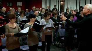 Le choeur arménienSahak-Mesrop en pleine répétition avec son directeur,Khatchig Yilmazian  (France 3 Culturebox)