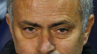 L'entraîneur de Chelsea, José Mourinho, sur le banc face à Tottenham, le 1er janvier 2015, à Londres (Royaume-Uni). (EDDIE KEOGH / REUTERS)
