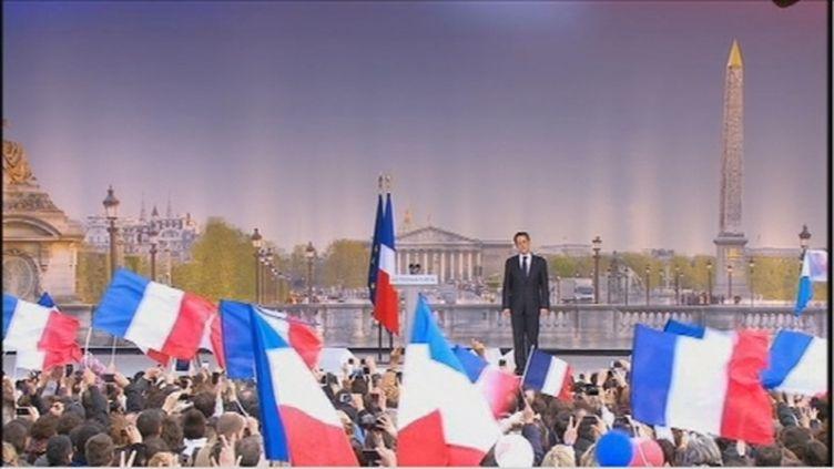 Nicolas Sarkozy en meeting Place de la Concorde à Paris, le 15 avril 2012. (FTV)