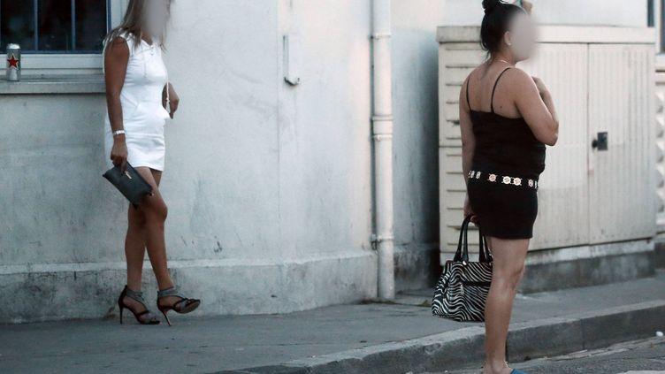 Deux prostituées à Bordeaux, le 5 septembre 2016 (photo d'illustration). (COTTEREAU FABIEN / MAXPPP)