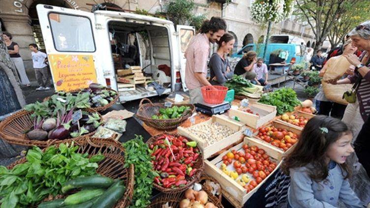Un marché bio (AFP PHOTO - REMY GABALDA)