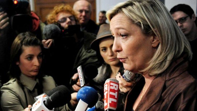 Marine Le Pen, présidente du FN, lors d'un meeting politique à Lille, le 5 mars 2011. (AFP - Philippe Huguen)