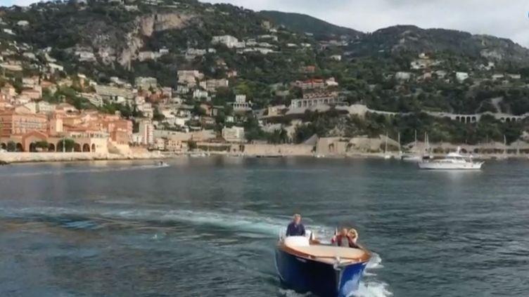 Un bateau dans le golfe deVillefranche-sur-Mer (Alpes-Maritimes). (FRANCE 3)