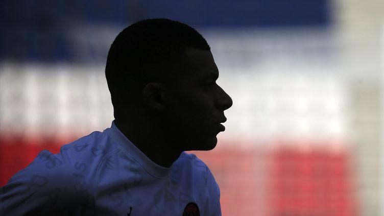 Kylian Mbappé au Parc des Princes, avant le coup d'envoi de la 33e journée de Ligue 1 contre Saint-Étienne, le 18 avril 2021. (MAXPPP)