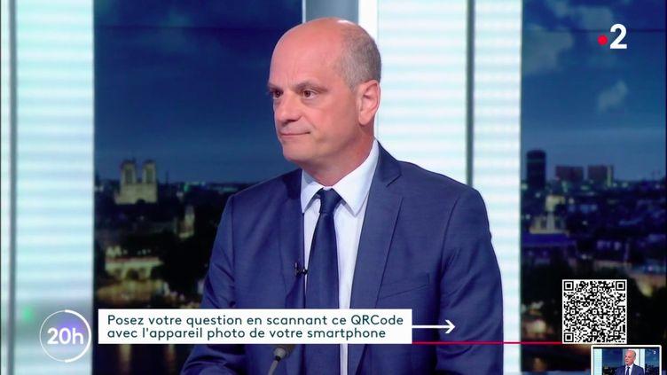 """Le ministre de l'Education, Jean-Michel Blanquer, sur le plateau du """"20 heures"""" de France 2, le 20 août 2020. (FRANCE 2)"""