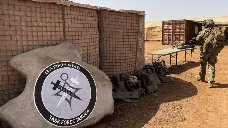 Le logo de l'opération Barkhane au Mali, le 3 novembre 2020. (DAPHNE BENOIT / AFP)