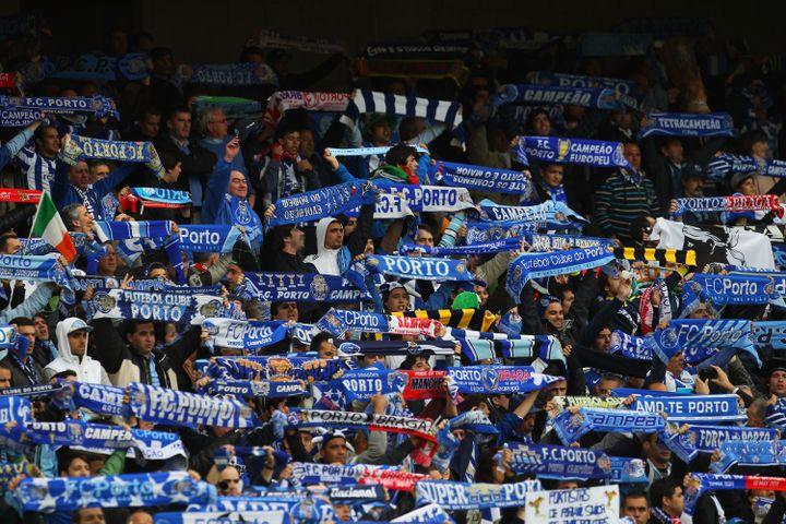 Les supporters du FC Porto lors de la finale de la Ligue Europa, à Dublin (Irlande), le 18 mai 2011. (ALEX LIVESEY / GETTY IMAGES)