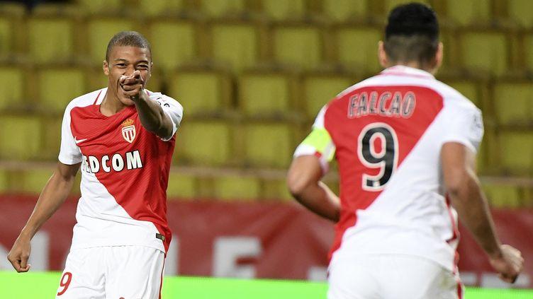 Kylian Mbappe et Radamel Falcao, les deux symboles la réussite offensive de Monaco (YANN COATSALIOU / AFP)