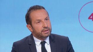 """Leporte-parole du Rassemblement national,Sébastien Chenu,était l'invité des """"4 Vérités"""" de France 2, vendredi 24 septembre. (CAPTURE ECRAN FRANCE 2)"""