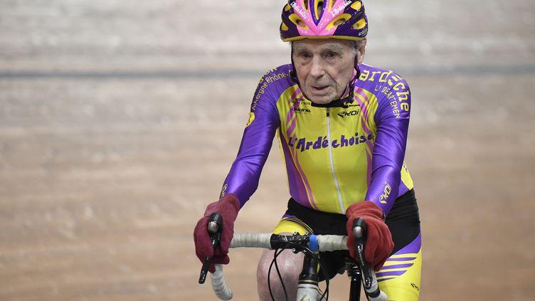 Robert Marchand sur le Vélodrome de Saint-Quentin-en-Yvelines en 2018. (ERIC FEFERBERG / AFP)