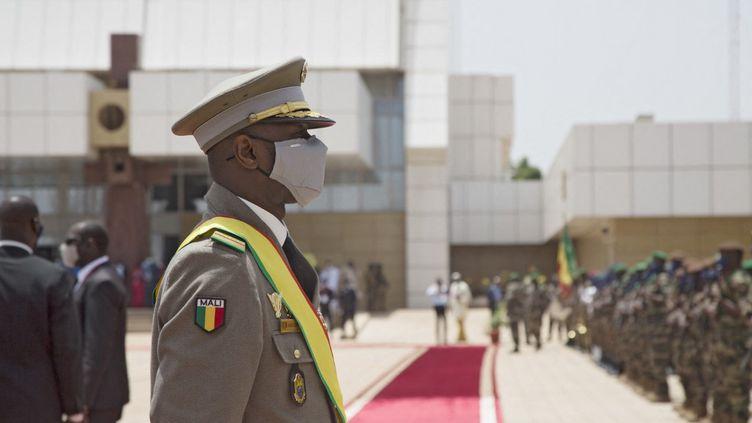 Le colonel Assimi Goïta, nouveau président de transition malien, le 7 juin 2021 à Bamako (Mali). (ANNIE RISEMBERG / AFP)