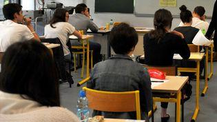 Lors de l'épreuve de philosophie du baccalauréat, à Cusset (Allier), en juin 2014. (MAXPPP)