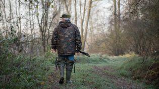 Un chasseur à Vouvray (Indre-et-Loire), le 9 décembre 2016. (GUILLAUME SOUVANT / AFP)