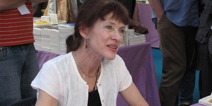 Nancy Huston très entourée par ses lecteurs  (S.Jouve)