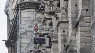 Des travaux de sécurisation sont opérés sur cathédrale Notre-Dame, frappée par un incendie le 15 avril. (THOMAS SAMSON / AFP)