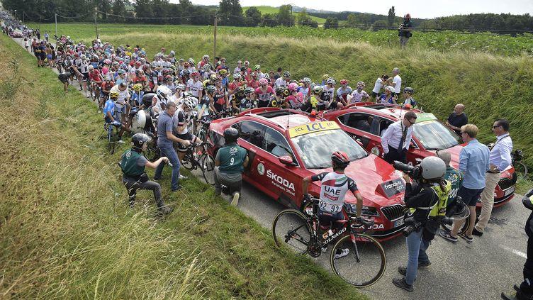 Le Tour de France neutralisé après des gaz lacrymogènes (YORICK JANSENS / BELGA MAG)
