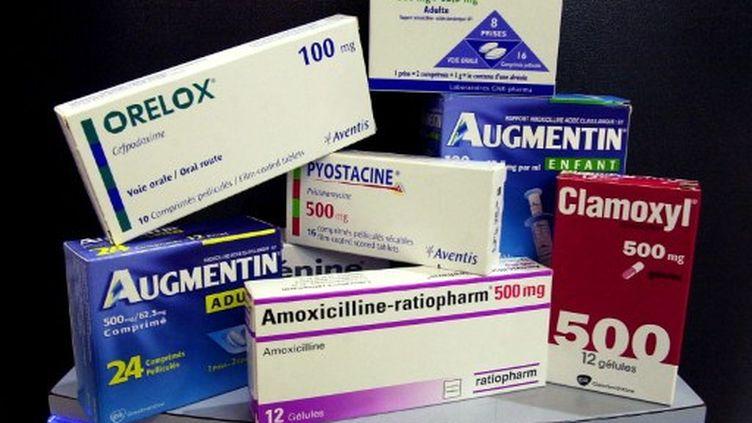 Antibiotiques de marque et de médicaments génériques correspondants (amoxicilline). (AFP/MYCHELE DANIAU)