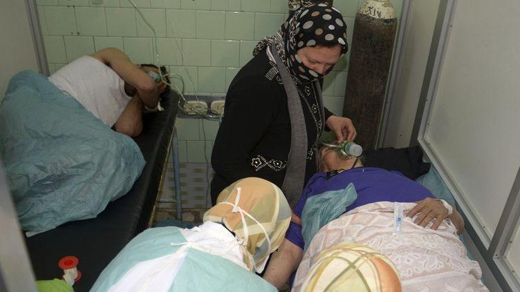 Des blessés par ce que le gouvernement syrien accuse être une arme chimique utilisée par les rebelles, dans un hôpital d'Alep (Syrie), le 19 mars 2013. (GEORGE OURFALIAN / REUTERS)