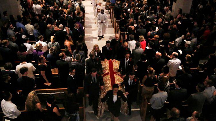 Cérémonie de funérailles, à la cathédrale Saint-Luc d'Orlando, deChristopher Leinonen, l'une des 49 victimes de la tuerie du club Pulse, le 18 juin 2016. (JIM YOUNG / REUTERS)