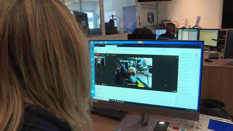 Les pompiers de Corrèze pourront communiquer avec les médecins du SAMU par visioconférence grâce à une tablette connectée et sécurisée. (FRANCEINFO)