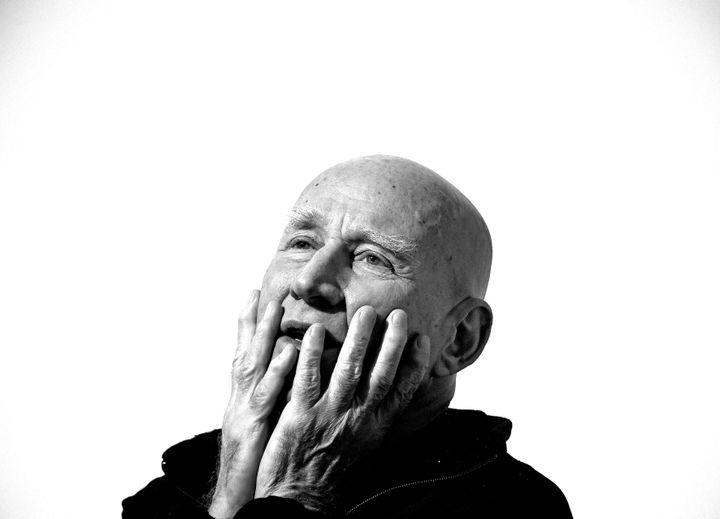 """Sebastiao Saldago, photographié à Lyon lors de la présentation de son exposition """"Genesis"""", le 19 février 2020 (RICHARD MOUILLAUD / MAXPPP)"""