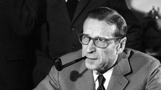 L'écrivain George Simenon, père du commissaire Maigret, en 1963.  (Claude James / Ina / AFO)