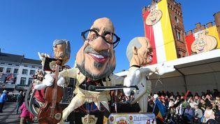 Une marionnette de l'ancien Premier ministre Charles Michel, le 15 février 2015, lors du carnaval dans les rues d'Alost, en Belgique. (NICOLAS MAETERLINCK / BELGA / AFP)