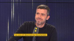 """Dans son documentaire """"Les cons, une espèce presque rare"""", Emmanuel Le Ber a interviewé plusieurs célébrités comme Nabilla, Jean-Pierre Mocky ou Ève Angeli. (FRANCEINFO / RADIOFRANCE)"""