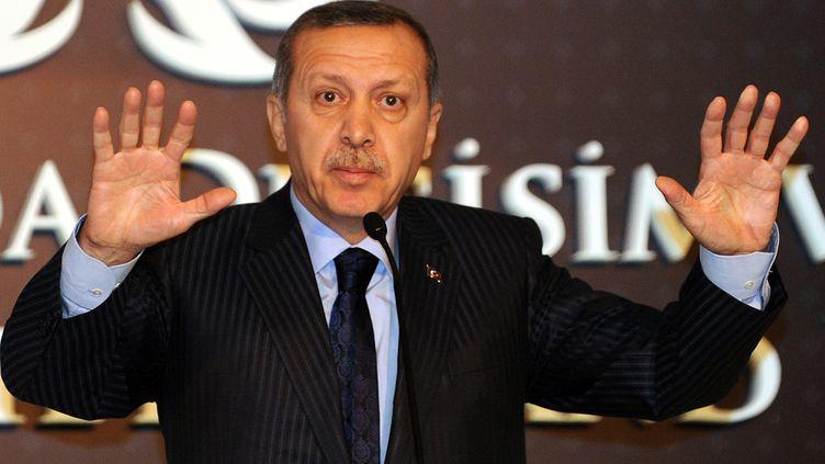 Le Premier ministre turc Recep Tayyip Erdogan lors d'une conférence de presse à Istanbul, le 23 décembre 2011. (BULENT KILIC / AFP)