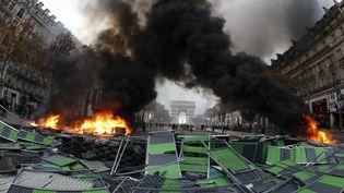 """Les Champs-Elysées pendant la manifestation des """"gilets jaunes"""", le 24 novembre 2018. (FRANCOIS GUILLOT / AFP)"""
