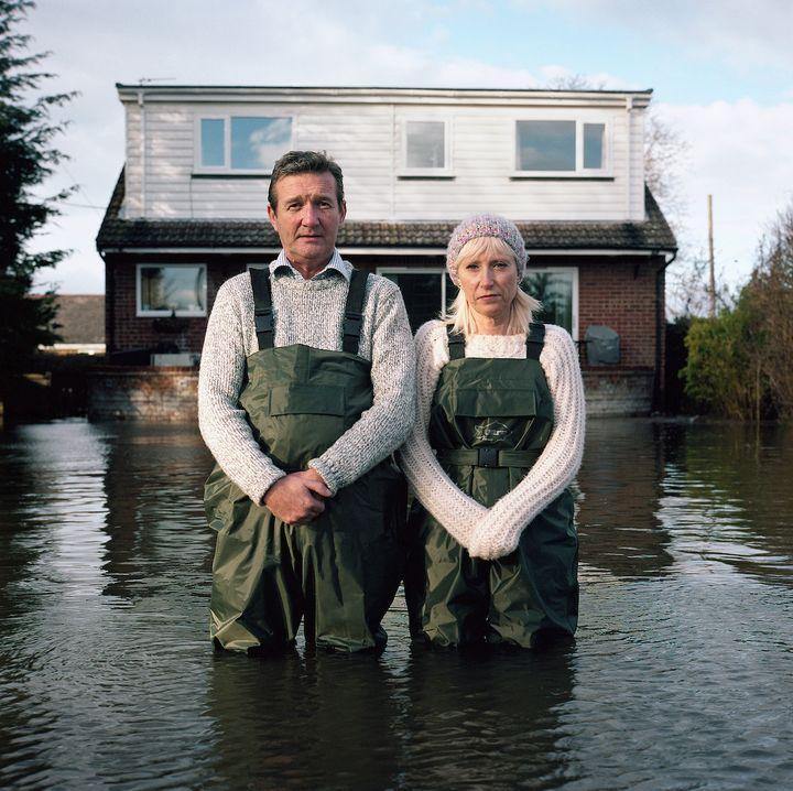 Jeff et Tracey Waters, Staines-upon-Thames, Surrey, Royaume-Uni, février 2014, série Portraits submergés. Avec l'aimable autorisation de l'artiste.  (Rencontres d'Arles)