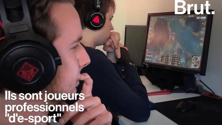 """VIDEO. """"Il faut vraiment être concentré""""… Immersion au coeur d'une maisonnée de joueurs professionnels en ligne (BRUT)"""