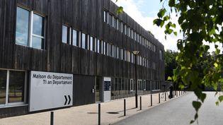 Le père du petit Dewi a enlevé son fils ce vendredi 30 juillet durant une visite à la Maison du Département de Lannion, dans les Côtes-d'Armor. (FRED TANNEAU / AFP)