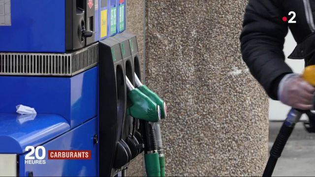 Carburants : Emmanuel Macron évoque une taxe modulable