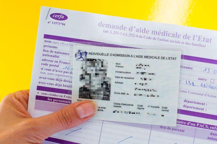 Un exemplaire de carte d'admission à l'Aide médicale de l'Etat. (BURGER/PHANIE/AFP)