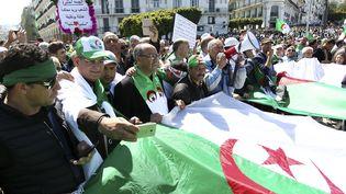 Dixième vendredi consécutif de manifestations contre le régime à Alger, le 26 avril 2019. (AFP)