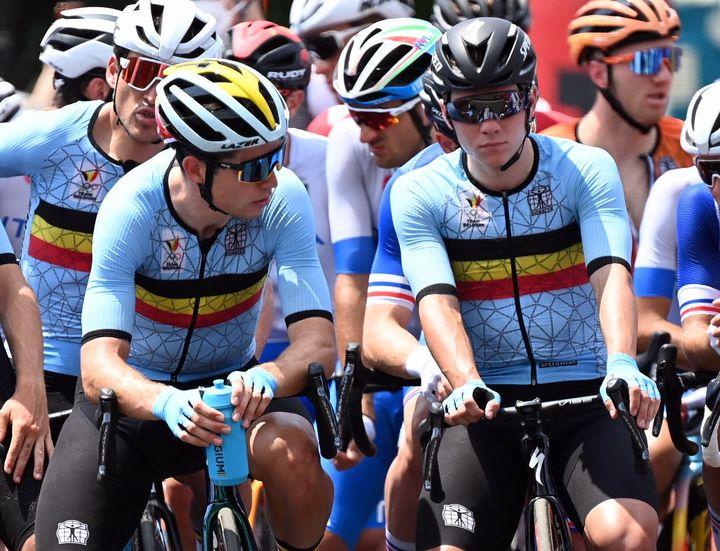 Wout van Aert (à gauche) et Remco Evenepoel lors de la course en ligne des Jeux Olympiques de Tokyo. (ROB WALBERS / BELGA MAG)
