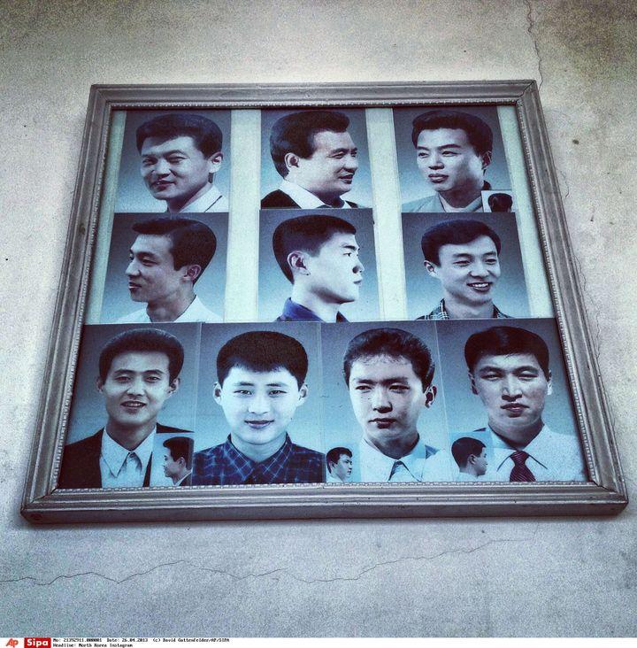 Photo prise au téléphone portable à Pyongyang (Corée du Nord), présentant des modèles de coupes de cheveux chez un coiffeur. (DAVID GUTTENFELDER / AP / SIPA)