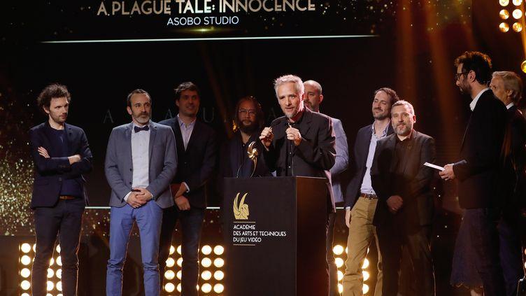 L'équipe d'Asobo Studio sur scène pour recevoir le Pégase du meilleur jeu vidéo français de l'année. (FRANCOIS GUILLOT / AFP)